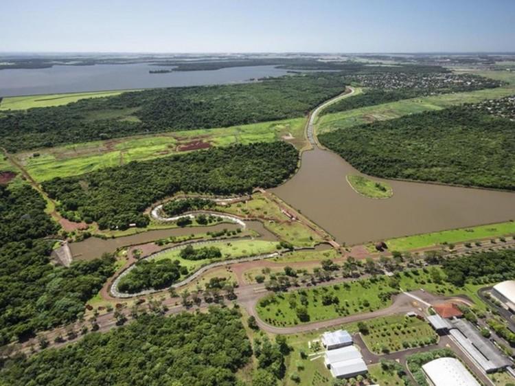 CANAL DA PIRACEMA NA REPRESA DE ITAIPU, REFERENCIA DA HIDROLOGIA BRASILEIRA
