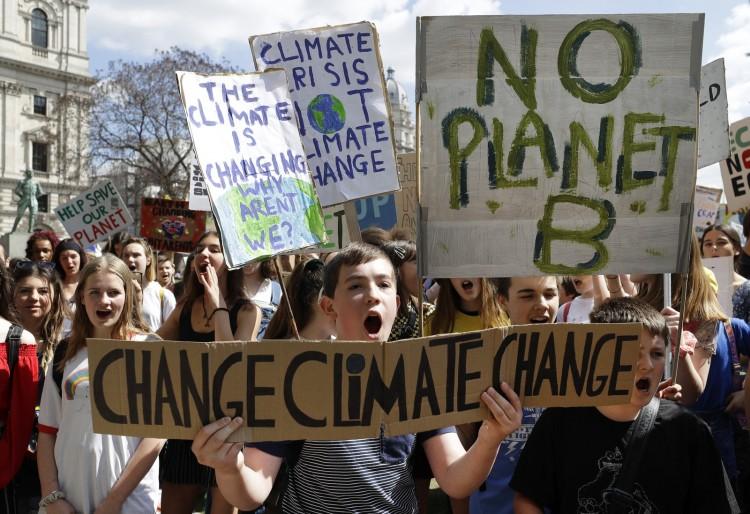 Estudantes vão às ruas para o segundo protesto global contra a mudança climática