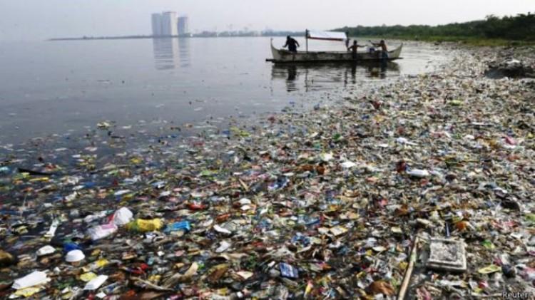 Até 2050 existirá mais plástico que peixes no Oceano