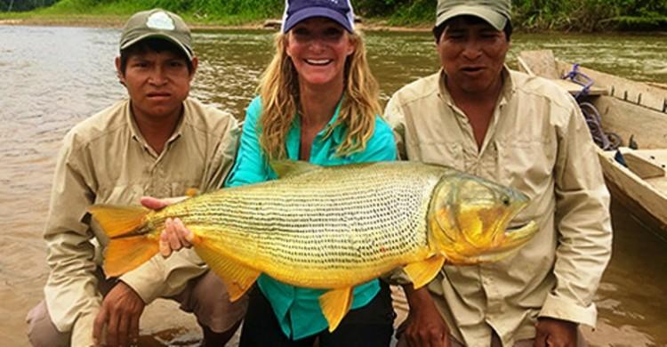 Pescadora fisga exemplar de 8,26 kg e consegue recorde no fly, na categoria de linha de 16 lb, da IGFA
