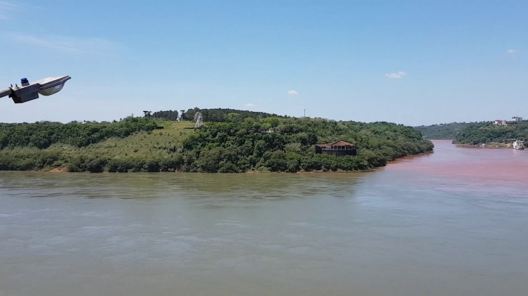 Rio parana atinge nivel apto para a navegaçao e permite transporte da soja pelo rio Paraguai